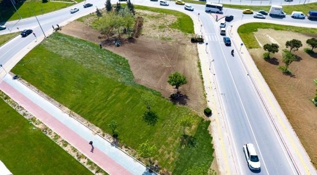 Bölge Trafik Kavşağında Çimlendirme Çalışmaları Yapılıyor