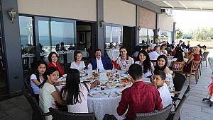 Vali Orhan Tavlı, Bayramda Çocuklarla Birlikte