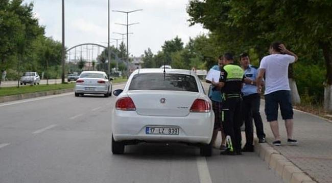 Karşıdan Karşıya Geçerken Araba Çarptı!