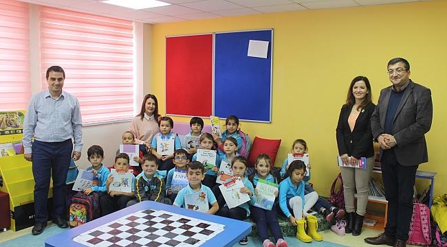 CHP Çan İlçe Başkanlığı Osman Caneri İlkokuluna Kitap Bağışında Bulundu