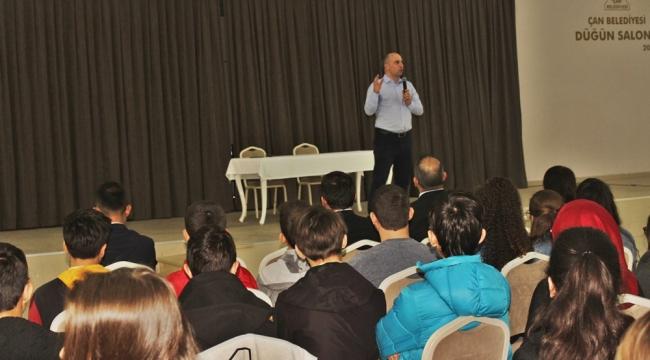 Çan'da Sınava Girecek Öğrencilere Eğitici Seminer Verildi