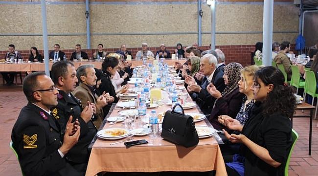Çan Kaymakamlığından Şehit ve Gazi Ailelerine İftar Yemeği Düzenlendi