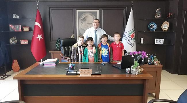 Çocuklardan Başkan Öz'e Ziyaret