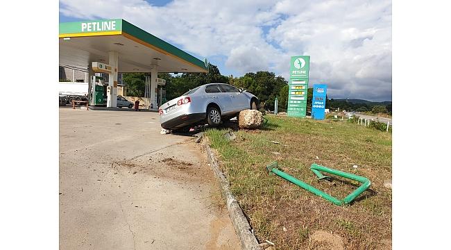 Araç Benzin İstasyonuna Daldı