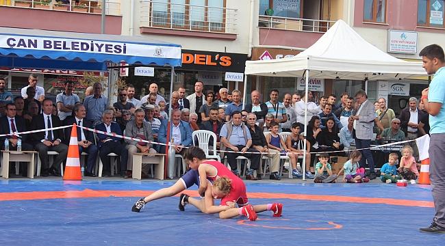 Çan'ın Kurtuluş Etkinliklerinde Güreş Minderi Avrupa ve Dünya Şampiyonlarını Ağırladı