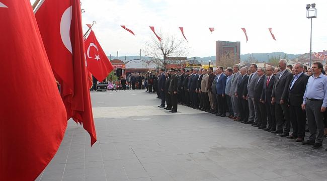 29 Ekim Kutlamaları, Çelenk Sunma Töreni ile Başladı