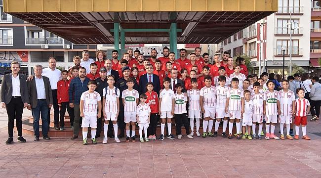 Çan Belediye Başkanı Bülent Öz, Sporla İlgilenen Gençlere Yakın İlgi Gösteriyor