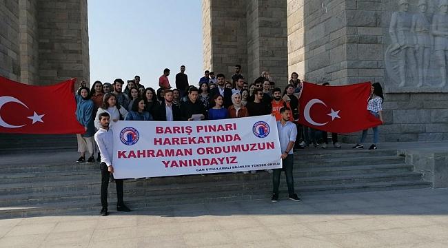 """""""ÇOMÜ Öğrencileri Ecdadı İle Buluşuyor"""" Projesiyle Şehitliği Gezdiler"""