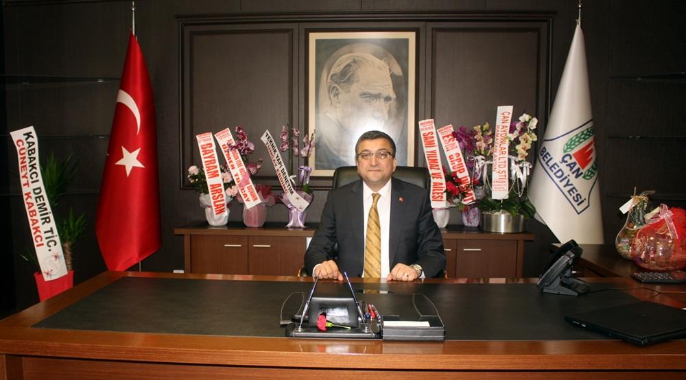 Çan Belediye Başkanı Bülent Öz'den Öğretmenler Günü Mesajı