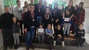 Çan Cumhuriyet İlkokulu Velileri Ödüllendirdi