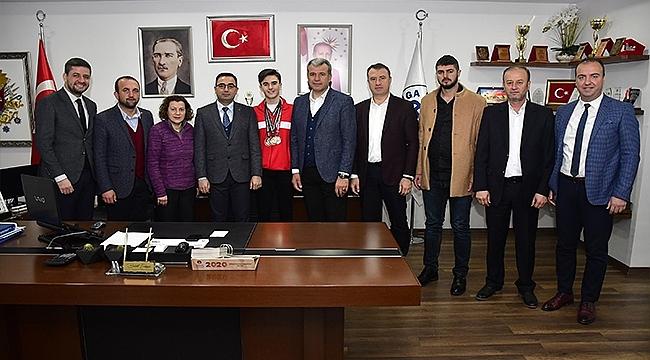 MİLLİ ATLET ANIL KORKMAZ'DAN BAŞKAN ERDOĞAN'A ZİYARET